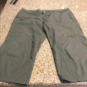Pants - Green Capri